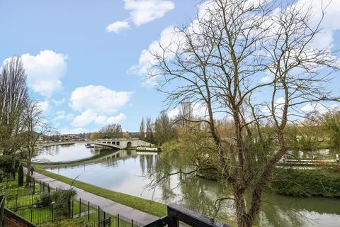 2 bedroom flat for sale - Kingfisher Place, Riverside Location, RG1