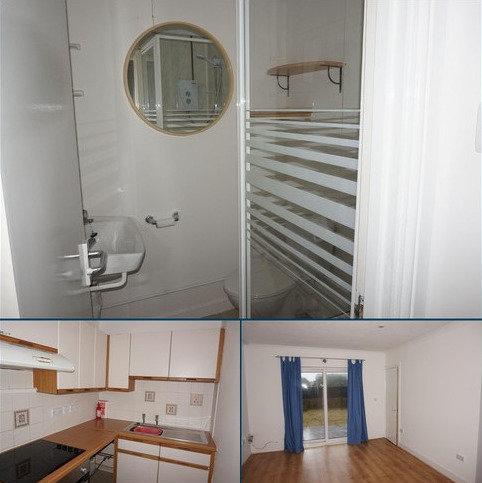 Studio to rent - Queen Street, PEMBROKE DOCK SA72