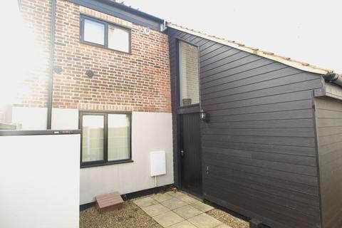 2 bedroom barn conversion to rent - Little Bull Close, Norwich