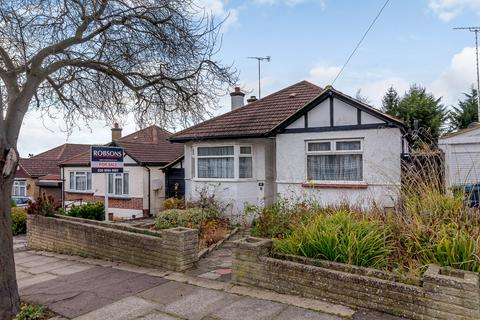 2 bedroom detached bungalow for sale - Lyndhurst Gardens, Pinner, Middlesex HA5