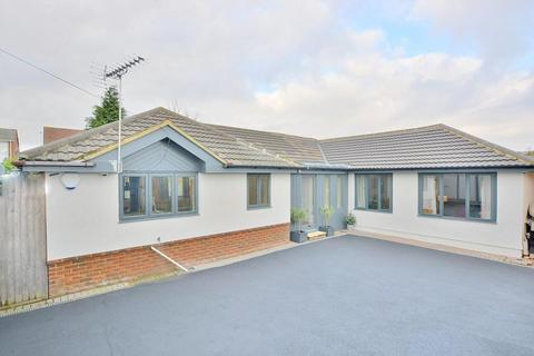 4 bedroom detached bungalow for sale - Beresford Road, Parkstone, Poole, BH12 2HD