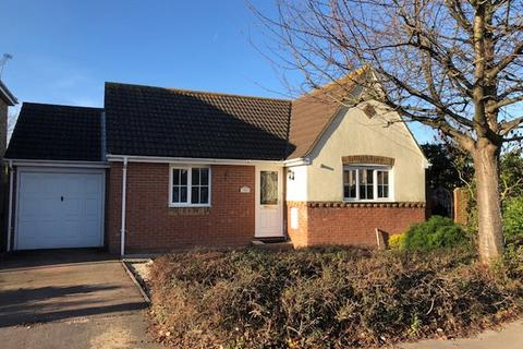 2 bedroom bungalow for sale - Craven Avenue, Canvey Island, Essex, SS8 0BY