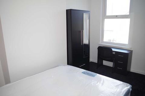 4 bedroom house share to rent - Brae Street, Kensington