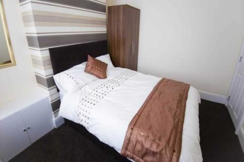 5 bedroom house share to rent - Connaught Road, Kensington