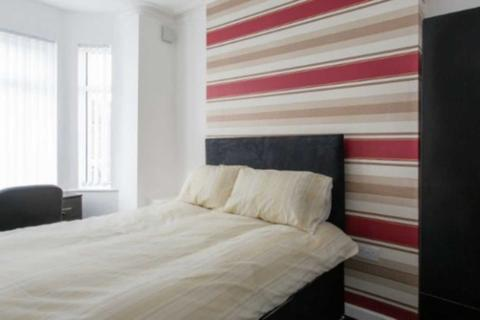 4 bedroom house share to rent - Halsbury Road, Kensington