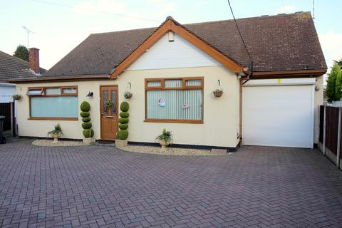4 bedroom detached bungalow for sale - Burbages Lane, Ash Green, Coventry, West Midlands. CV6 6AY