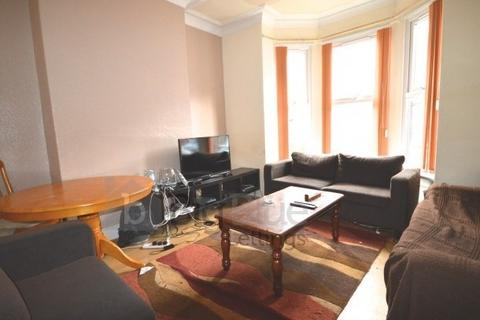 6 bedroom terraced house to rent - 17 Norwood Terrace, Hyde Park, Leeds