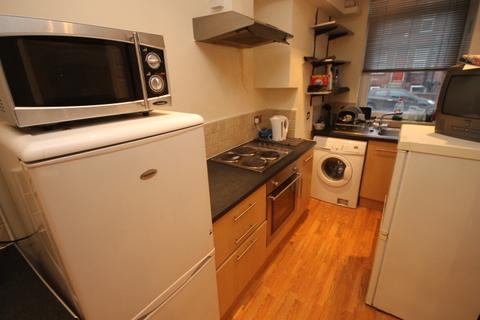 5 bedroom terraced house to rent - Royal Park Avenue, Hyde Park, LS6 1EZ