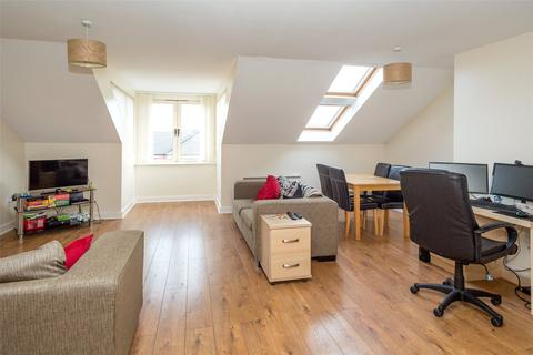 2 bedroom penthouse to rent - Richmond House, Lawrence Square, York, YO10