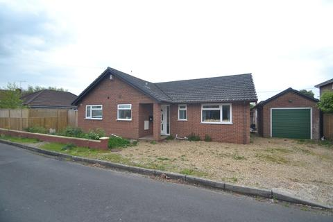 3 bedroom detached bungalow to rent - Ringwood, Hampshire