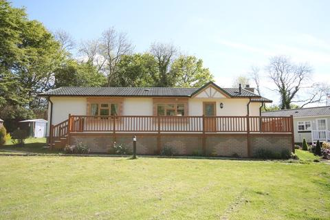 2 bedroom detached bungalow for sale - Burnham Green, Nr Datchworth - RECREATIONAL PARK HOME - JUST reduced by 10% from £349,000