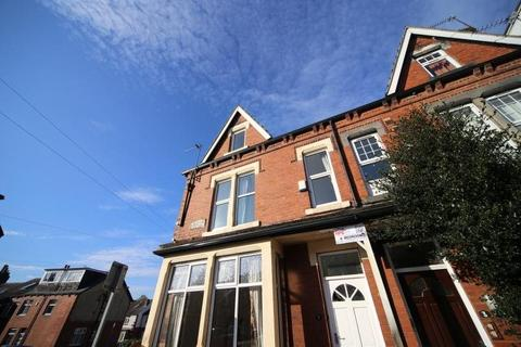 8 bedroom house to rent - Winston Gardens, ,