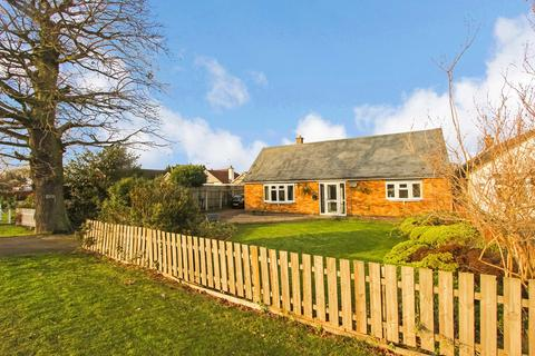 2 bedroom detached bungalow for sale - Hinckley Road, Leicester Forest East, Leicester, LE3