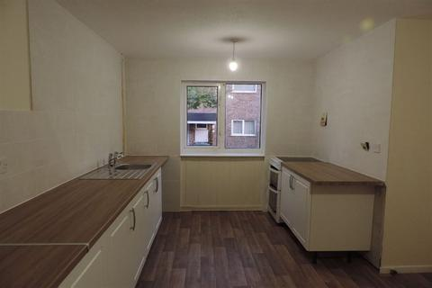 3 bedroom terraced house to rent - Brynmore, Bretton, PE3 8JF