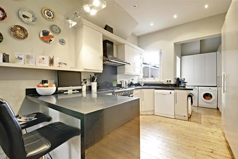 4 bedroom semi-detached house to rent - Hillcrest Road, Acton