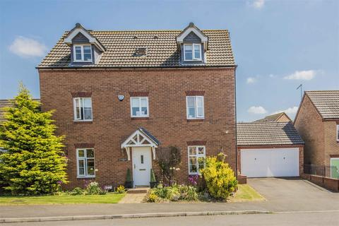 5 bedroom detached house for sale - South Meadow View, St Crispins