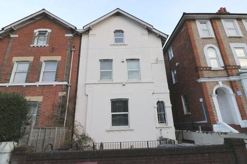 2 bedroom apartment to rent - Russell Street, Reading