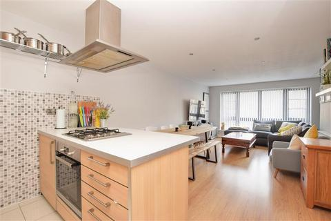 2 bedroom flat for sale - Maud Road, London