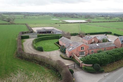 4 bedroom barn conversion for sale - Dutton, Cheshire