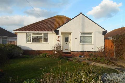 2 bedroom detached bungalow for sale - Lincoln Avenue, Peacehaven, East Sussex
