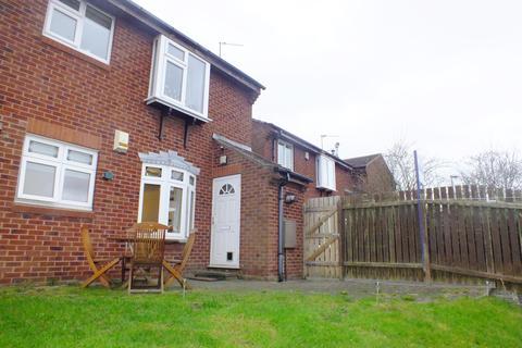 2 bedroom ground floor flat to rent - Heron Grove, Shadwell, Leeds, LS17 8XF