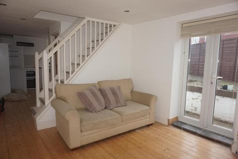 2 bedroom property to rent - wakefield road, BRIGHTON BN2