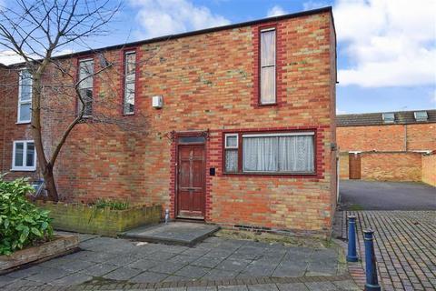 3 bedroom semi-detached house for sale - Wisteria Court, Laindon, Basildon, Essex