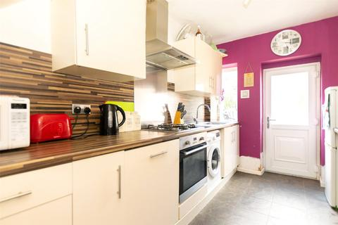 3 bedroom terraced house for sale - Eastwood Garth, Leeds, West Yorkshire, LS14