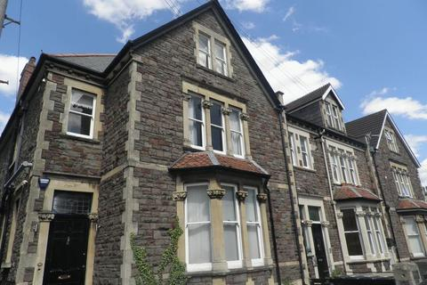 8 bedroom terraced house to rent - Manor Park, Bristol