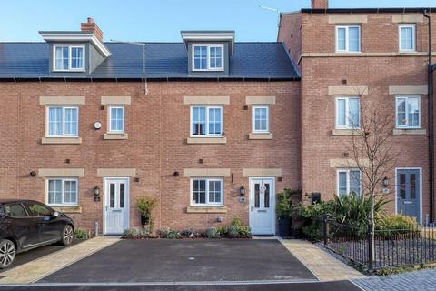 4 bedroom townhouse for sale - Zurich Avenue, Biddulph.  ST8 7FA