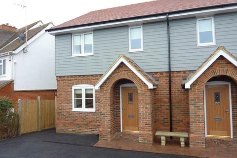 3 bedroom semi-detached house to rent - Hurst Road, Twyford