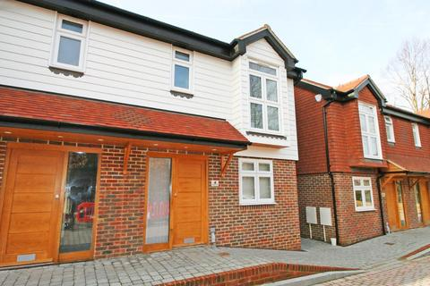 3 bedroom semi-detached house to rent - Smugglers Mews, 112 Brighton Road, Horsham