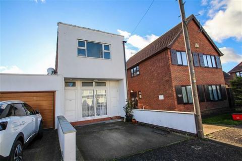 3 bedroom semi-detached house for sale - West Avenue, Clacton-on-Sea