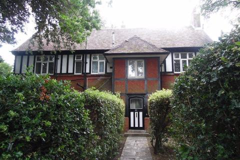 4 bedroom flat to rent - FOUR BEDROOM FLAT NEAR TOWN CENTRE