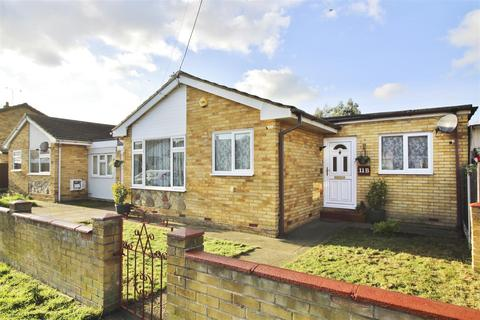 2 bedroom semi-detached bungalow for sale - Henson Avenue, Canvey Island