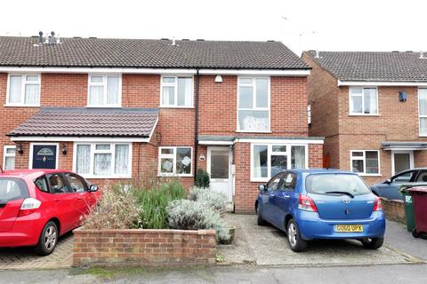 4 bedroom end of terrace house for sale - Windrush Way, Reading