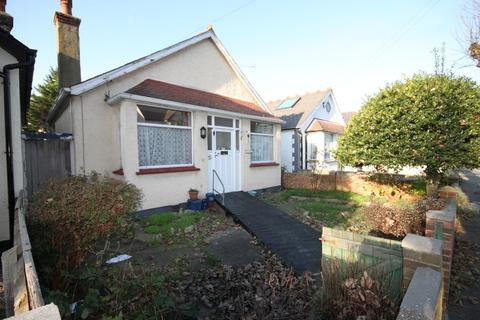 2 bedroom detached bungalow for sale - Westbury Road, Southend-on-Sea