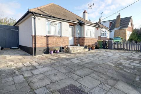 2 bedroom bungalow for sale - Brooklyn Drive, Rayleigh
