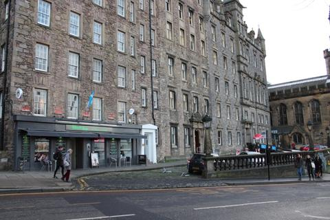 Studio to rent - Mound Apartments, 13 North Bank Street, Central, Edinburgh, EH1 2LP