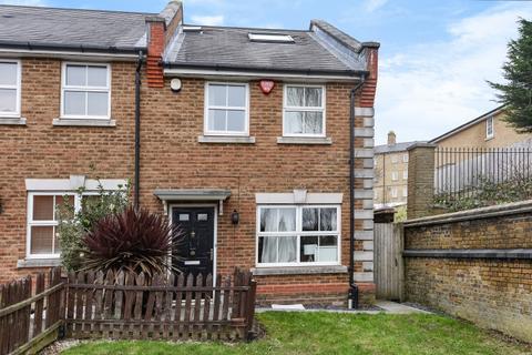 3 bedroom house to rent - Howerd Way Shooters Hill SE18