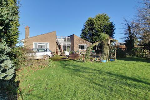 3 bedroom bungalow for sale - Awre, Newnham, GL14
