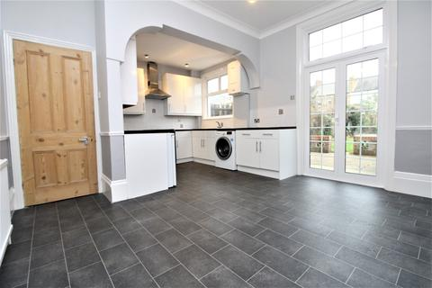 3 bedroom terraced house to rent - Balloch Road, London, se6