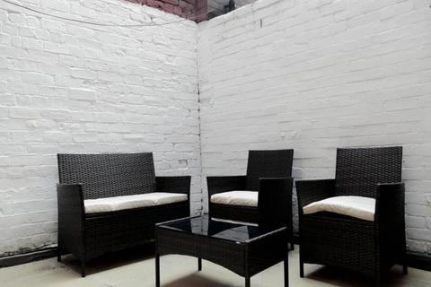 2 bedroom flat to rent - RIVERSIDE COURT, LEEDS, WEST YORKSHIRE LS1 7BU
