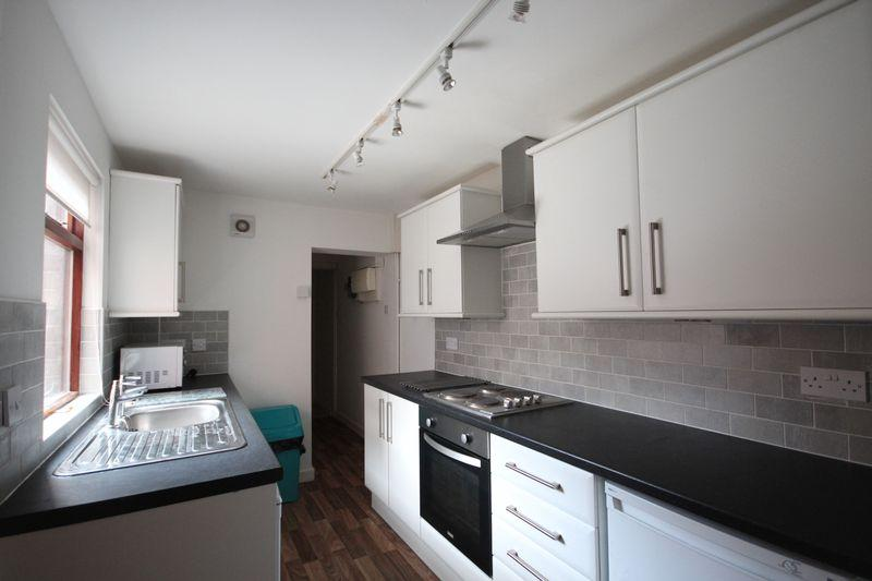 4 Bedrooms Terraced House for rent in Wilton Grove, Headingley, LEEDS