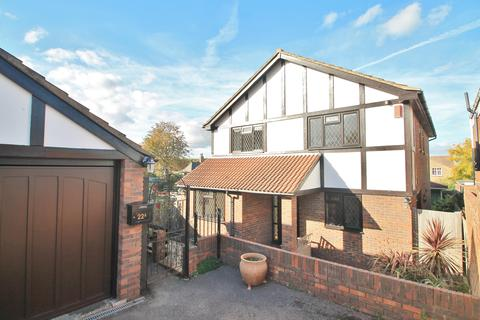 4 bedroom detached house to rent - The Braes, Higham, Rochester, ME3 7NA