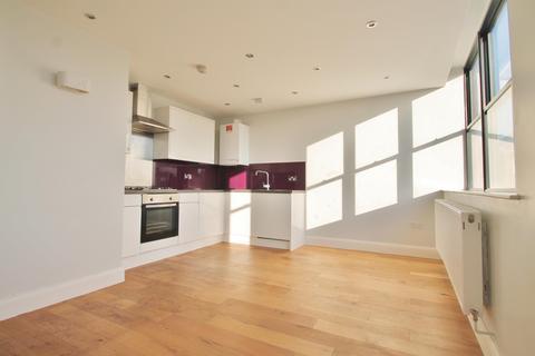 2 bedroom flat to rent - Stephenson House, The Grove, Gravesend, DA12 1BF