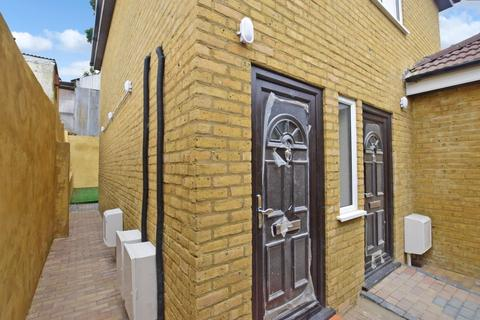 1 bedroom flat to rent - Coombe Valley Road Dover CT17