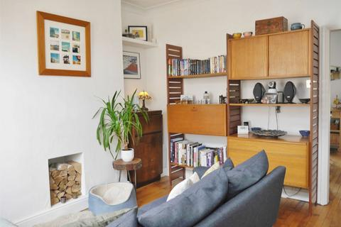 2 bedroom terraced house to rent - Newborough Street, Bootham, York