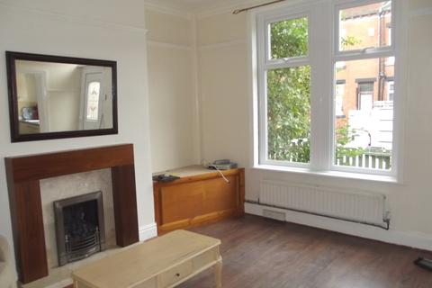 2 bedroom end of terrace house to rent - Trentham Grove, Beeston, LS11 6HT