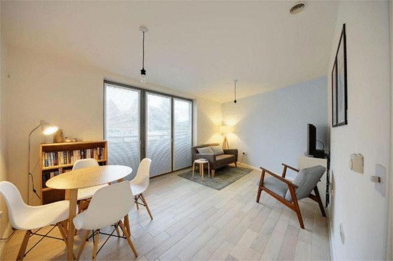 Image 1 Of 5 Lounge